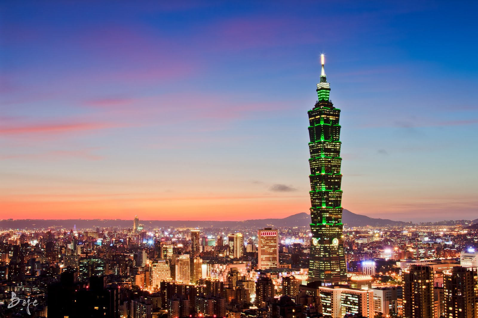 Taipei 101 from Elephant Mountain 1919hoursdd