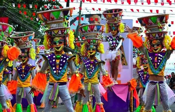 Sôi động lễ hội mùa hè ở Philippines