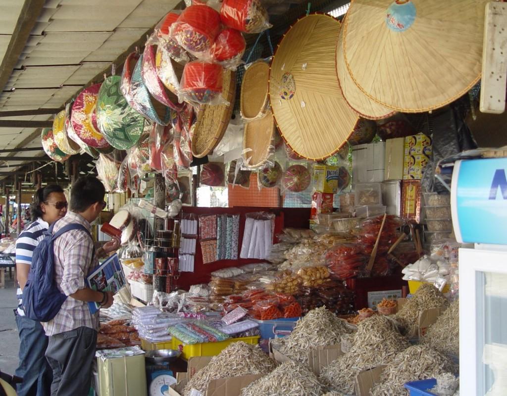 Đi chợ trên bến thuyền ở Bandar Seri Bewagan