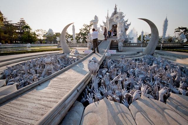 Khác lạ ngôi chùa trắng ở Thái Lan