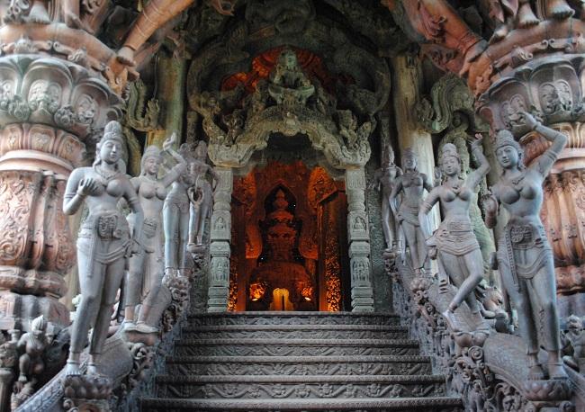 Ghé thăm đền chân lý ở Pattaya Thái Lan