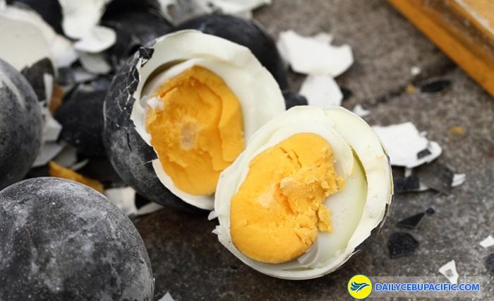 Ăn một quả trứng đen Kurotamago sẽ kéo dài tuổi thọ thêm 7 năm